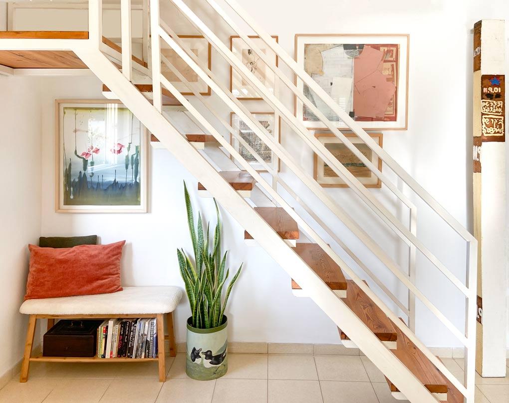 עיצוב קיר גלריה גרם מדרגות