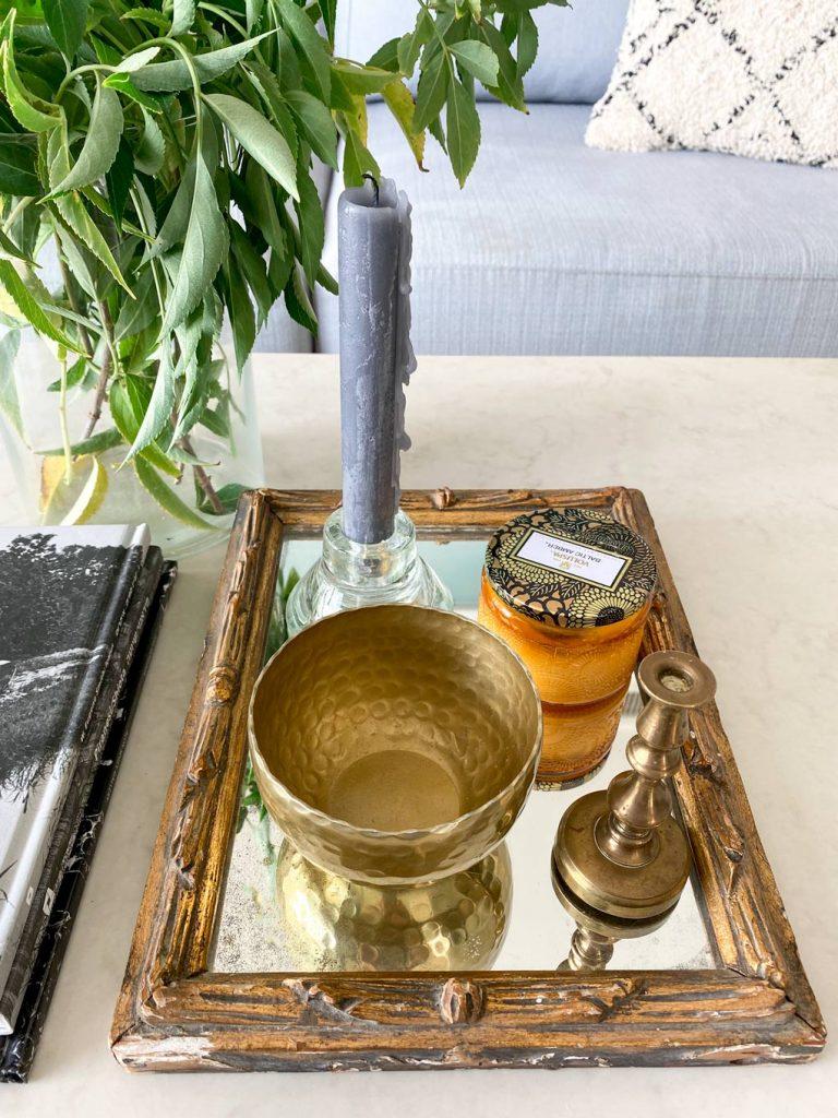 מראה וינטאג׳ עתיקה צמחייה פמוטים ונרות