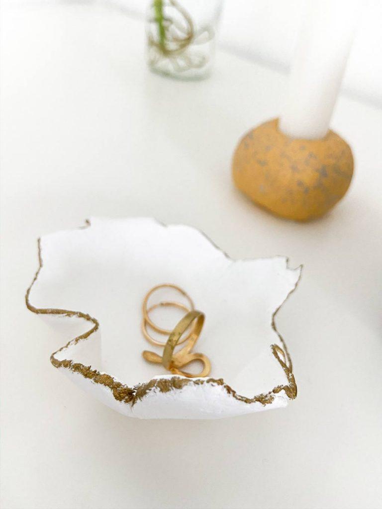 צלוחית לתכשיטים עשויה חימר שמתייבש באוויר