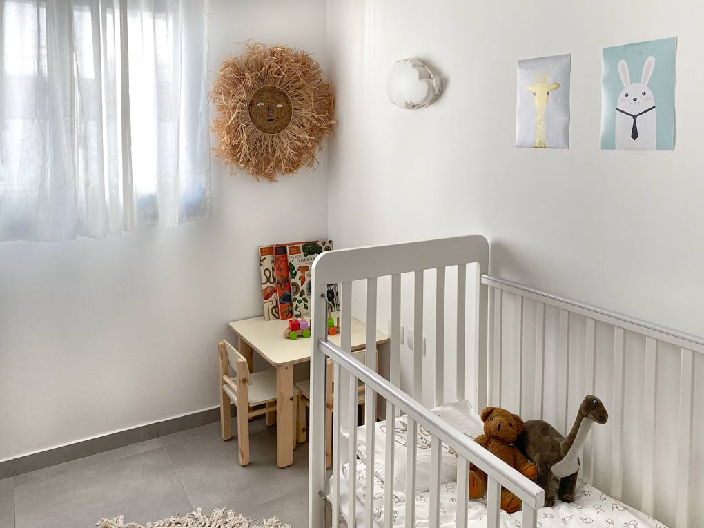 החדר של יהונתן עם האריה החדש על הקיר