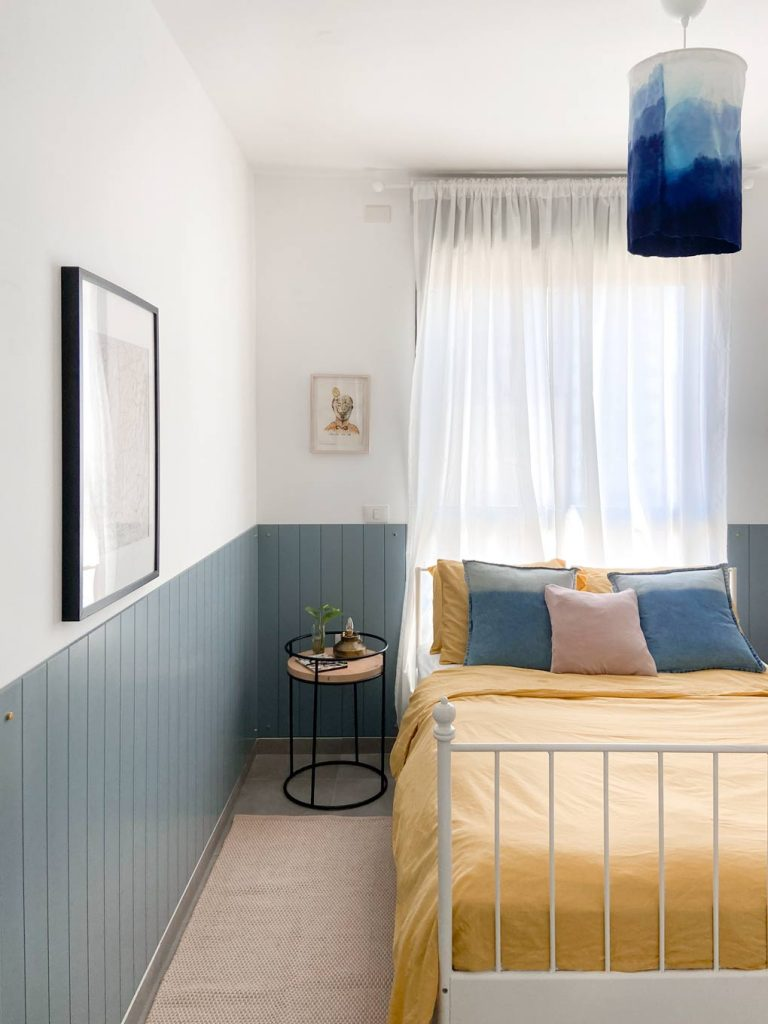 מייקאובר חדר שינה מצעים צהובים חיפוי קיר